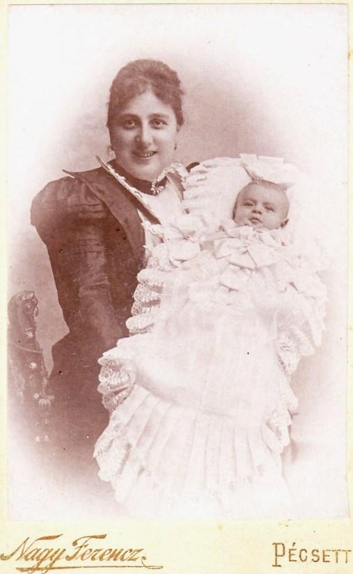 Rákossy Imréné szül. felső-eöri Hegedűs Hedvig  szül: Szentdénes 1874.  megh:  Budapest 1943. 11.05.